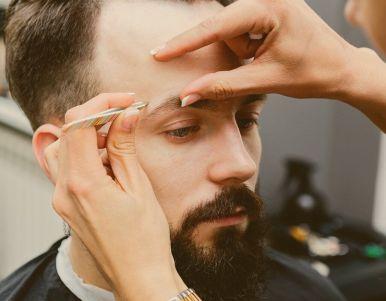 Моделирование бровей у мужчин в Киеве - Барбершоп SYNDICATE